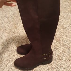 9.5 Brown boots